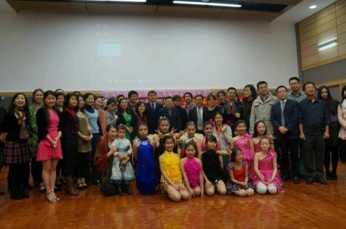中国校友和中国留学生举办交友舞会
